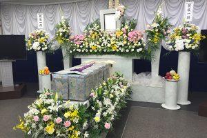 家族葬の祭壇